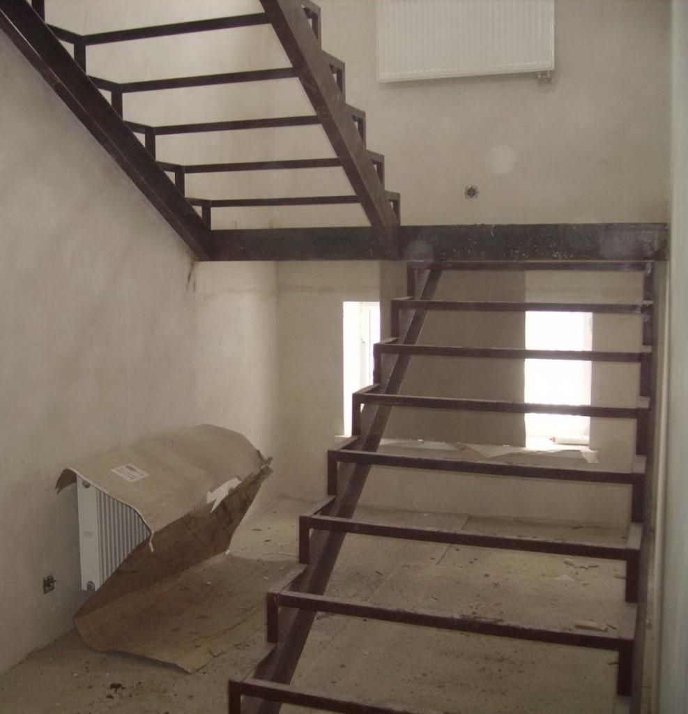 Лестница из металлокаркаса своими руками